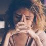 湯房蔵屋JOB(女の子求人)サイト_悩む女性