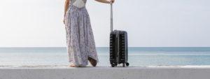 湯房蔵屋JOB(女の子求人サイト)_トップスライド画像_海を見つめる旅行中の女性