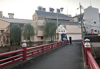 湯房蔵屋JOB(女の子求人)サイト_キャナルシティ博多の西側にある赤い橋を渡るとすぐにあります