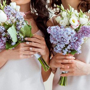 湯房蔵屋JOB(女の子求人)サイト_花束をもつ女性2人の画像
