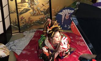 湯房蔵屋JOB(女の子求人)サイト_花魁撮影同行_小道具と色っぽいまり姉さん