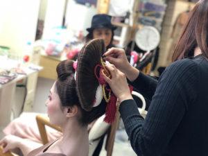 湯房蔵屋JOB(女の子求人)サイト_花魁撮影同行_ヘアメイク風景