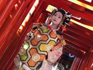 湯房蔵屋JOB(女の子求人)サイト_花魁撮影同行_櫛田神社内のお稲荷様にて、かんなさん
