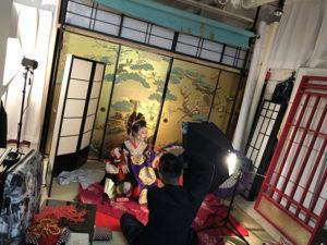 湯房蔵屋JOB(女の子求人)サイト_花魁撮影同行_キセルをふかす色っぽい、まり姉さん
